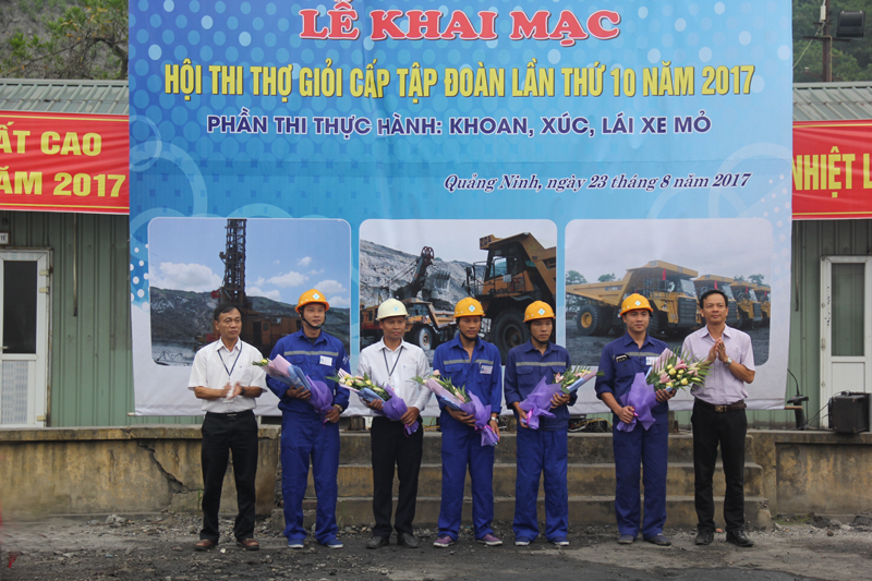 Thi thực hành nghề khoan, xúc, lái xe mỏ Hội thi thợ giỏi cấp Tập đoàn lần thứ X - năm 2017