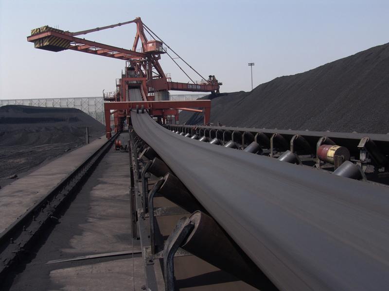 Nhiều dây chuyền sàng tuyển, bốc rót than tại Công ty Tuyển than Cửa Ông đã được tự động hóa. Ảnh: CTV
