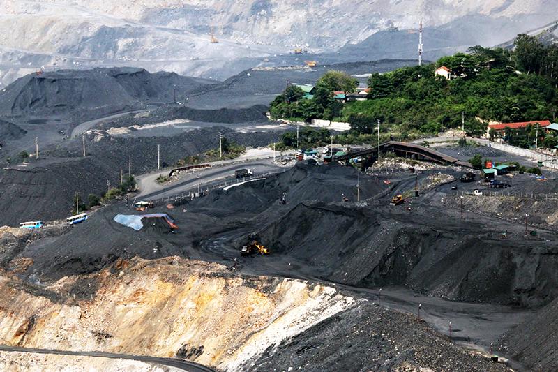 Công trường khai thác than của Công ty CP Than Đèo Nai. Ảnh: Phạm Tăng