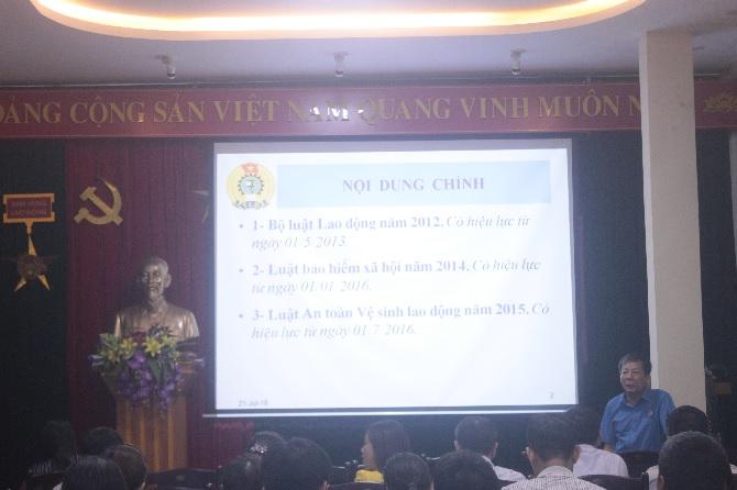 Đ/c Đỗ Văn Khánh- Ban chính sách pháp luật- LĐLĐ Tỉnh QN hướng dẫn kỹ năng nghiệp vụ công tác cho cán bộ Công đoàn Công ty năm 2018