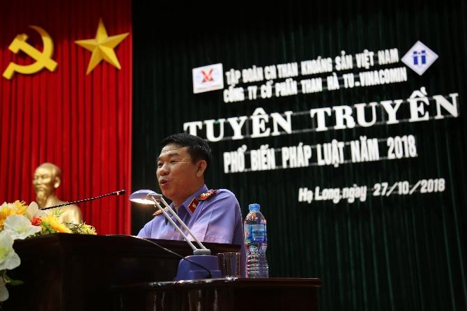Đ/c: Dương Trọng Cường- Phó viện kiểm sát TP Hạ Long, truyền giảng tại Hội nghị