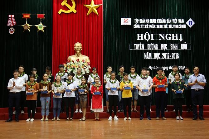 Lễ tuyên dương, khen thưởng học sinh giỏi con cán bộ, công nhân viên trong Công ty